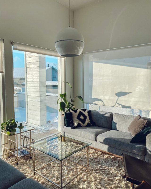 Silmä lepää valossa😌. Parasta uudessa kodissa!♥️  #koti #sisustus #valo #kevät #aurinko #viherkasvit #olohuone