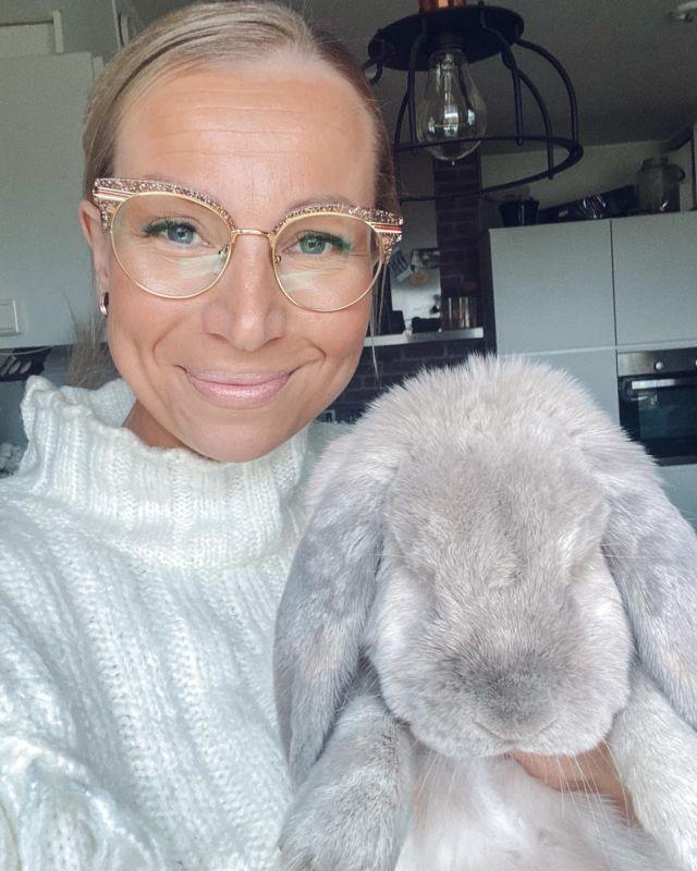 Crazy bunnylady is back!🐰🐰🐰 Piristystä päiväänne toivovat Katri & Pulla❤️.  #pupuselfie